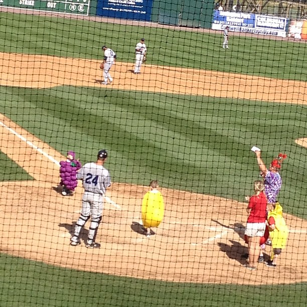 Oh my goodness!!! Little kids dressed as fruit racing around the bases!! Soooo cute!!!