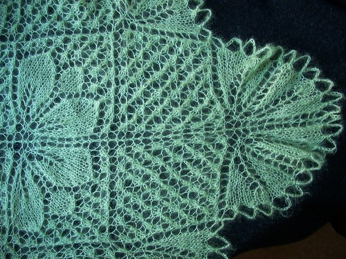 Wedding shawl for Stina: corner & crocheted bind-off by Asplund