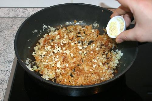 28 - Knoblauch hinzufügen / Add garlic