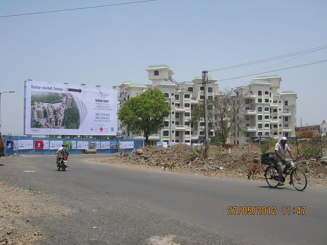 Visit Windsor County, 1 BHK 2 BHK & 3 BHK Flats near Reelicon Garden Grove, Datta Nagar, Ambegaon Budruk, Pune 411046 -  Reelicon Garden Grove & Hoarding on Katraj Ambegaon Khurd Road