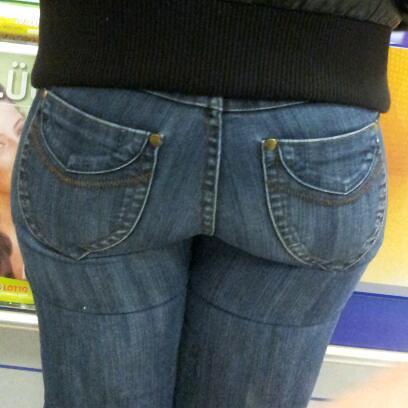Candid booty milf jeans culote de la dama de negro - 1 part 2