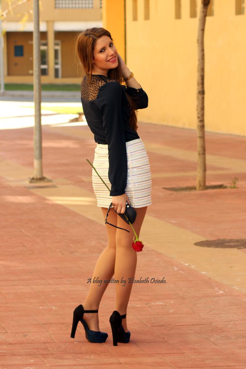 falda-blanca-con-lentejuelas-y-blusa-azul-HEELSANDROSES-(7)