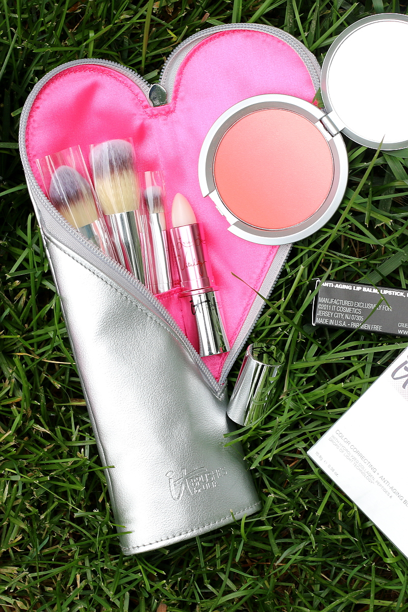 IT-Cosmetics-brush-set-makeup-mothers-day-gifts-1