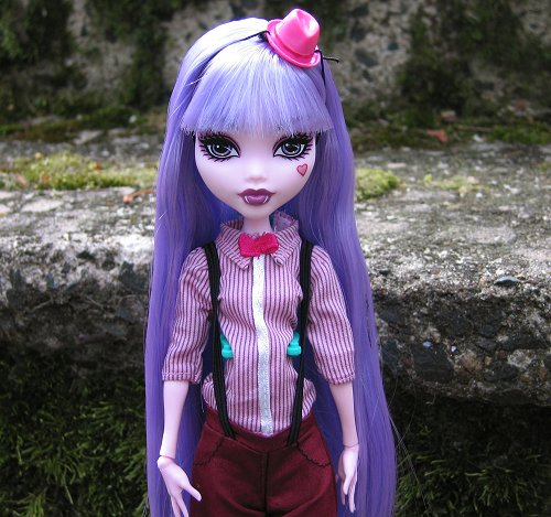 Skull Shores Draculaura, rerooted with Dollyhair saran in Violet Iris. by Leenechan