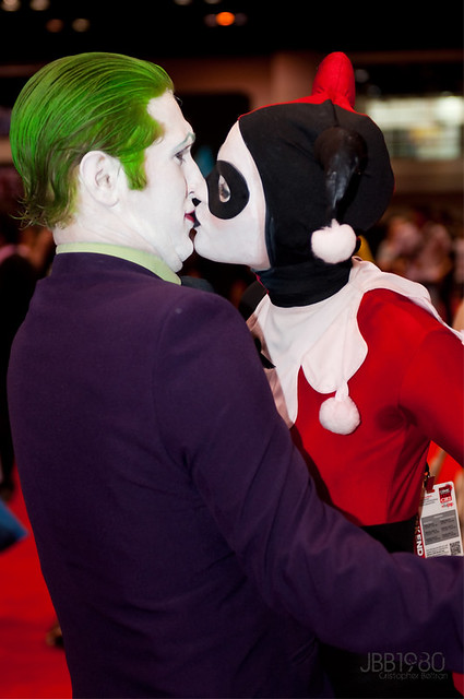 harley quinn and joker kiss - photo #24