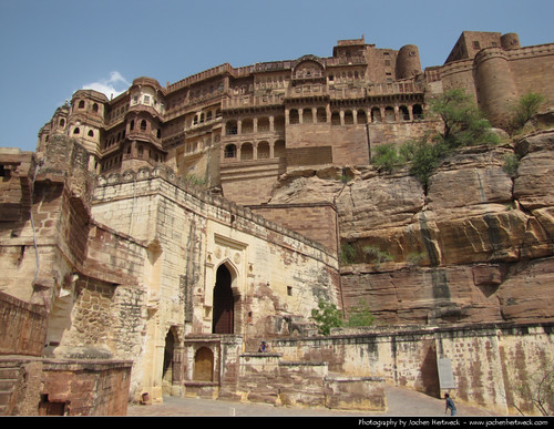 door travel vacation india holiday building travelling castle tourism rock museum architecture rocks fort sightseeing entrance landmark palace tourist historic fortaleza walls sight traveling indien forte rajasthan 2012 inde jodhpur mehrangarh インド 印度 भारत índia mehrangarhfort राजस्थान 인도 ジョードプル जोधपुर индия मेहरानगढ़ jochenhertweck 焦特布尔 મેહરાનગઢકિલ્લો мехрангарх джодхпур 조드푸르