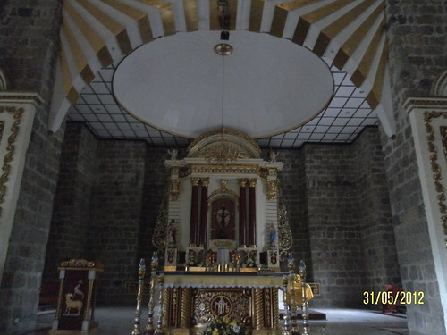 main altar, Sta Maria Magdalena Church