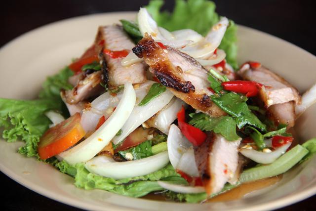 Yam Kaw Moo Yang (Grilled Pork Salad) ยำคอหมูย่าง