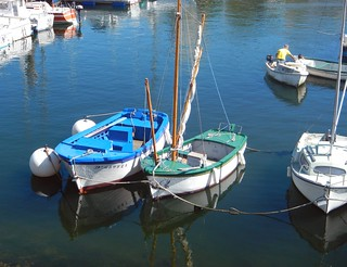 Chat between two old friends at Douarnenez harbour,Brittany. Discussion entre deux vieux copains au Port de Douarnenez