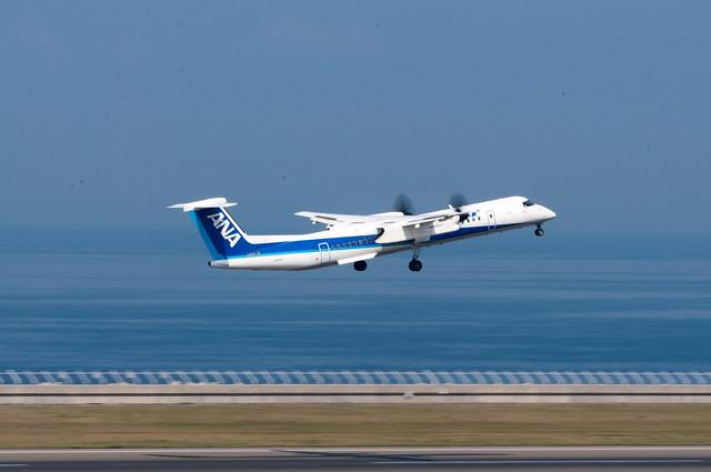 ANA JA854A ボンバルディアDHC8-400