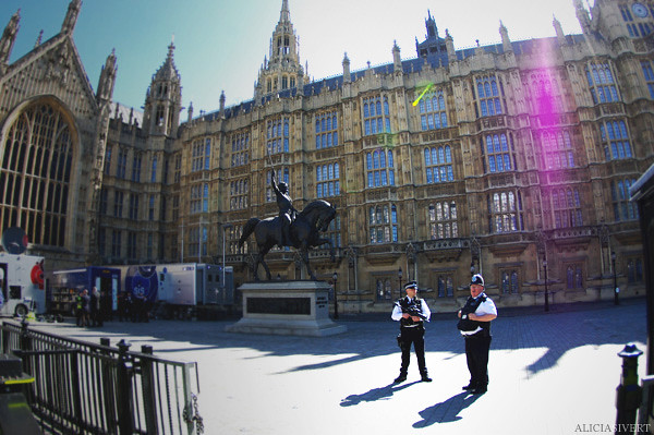 aliciasivert, alicia sivertsson, london, england, Palace of Westminster, police, statue, polis, poliser, westminsterpalatset, staty