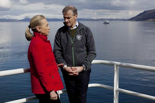 Hillary Clinton og Jonas Gahr Støre på båten Helmer Hansen i Tromsø.