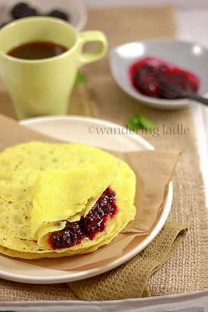 Vegan crepes with black berry compote (2)