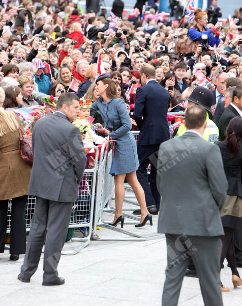 kate middleton coat 13thJune2012 f (2).jpg