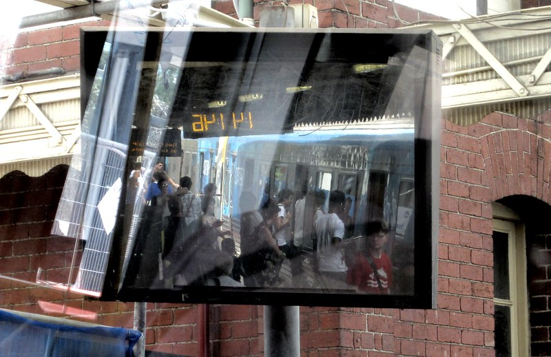 Platform mirror, Footscray station