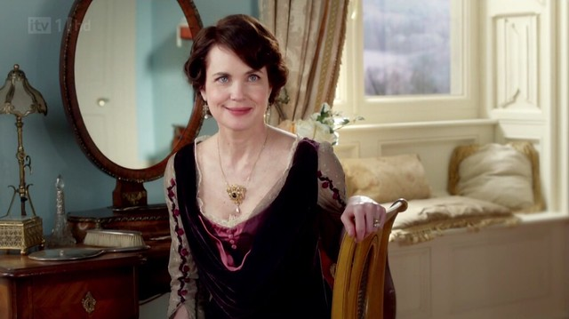 DowntonAbbeyS02E07_embroidery