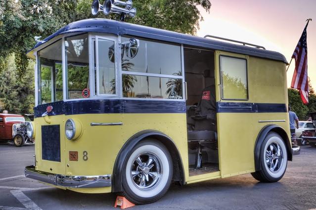 Helms Bakery Truck >> Lord K's Garage - #29. Divco Milk Trucks - Dieselpunks