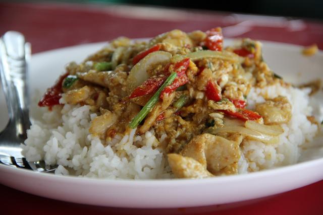Gai Pad Pongali (Thai Yellow Egg Curry w/ Chicken) ไก่ผัดผงกะหรี่