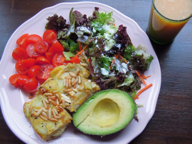 Asparagus tortilla with cherry tomatoes, avocado and salad