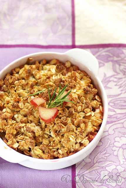 Rhubarb crumble with oatmeal