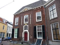 <p>Het huis Achter Sint Pieter 50 is ook wel bekend als 'de Krakeling', waarschijnlijk naar de markante versiering rond de deur.</p>