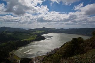 Immagine di Pico do Ferro. ocean cloud lake portugal water weather clouds lakes pasture caldera views furnas ilhadesãomiguel challengeyouwinner lagoafurnas miradourodopicodoferro