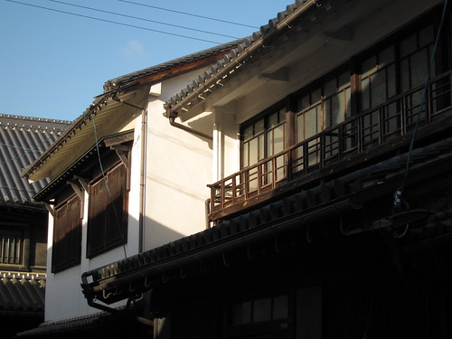 旧笠井邸を望む