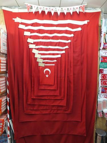 Török zászló a zászlóboltban