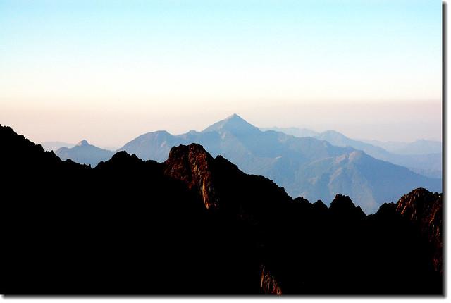 玉山南稜南望南一段群峰