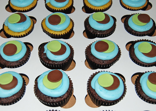 blue green and brown sassy circles cupcakes for monkey cupcake tower