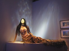 Lifelike Mannequin in a Beautiful Sea Shell Gown, Animates the Jean Paul Gaultier Fashion/Art Show Video
