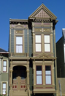 victorian architecture in the mission district of san francisco