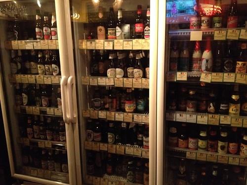 常時200種類のビールから選べるみたい。@Beer & Wine Cafe 65 (ロクゴ)