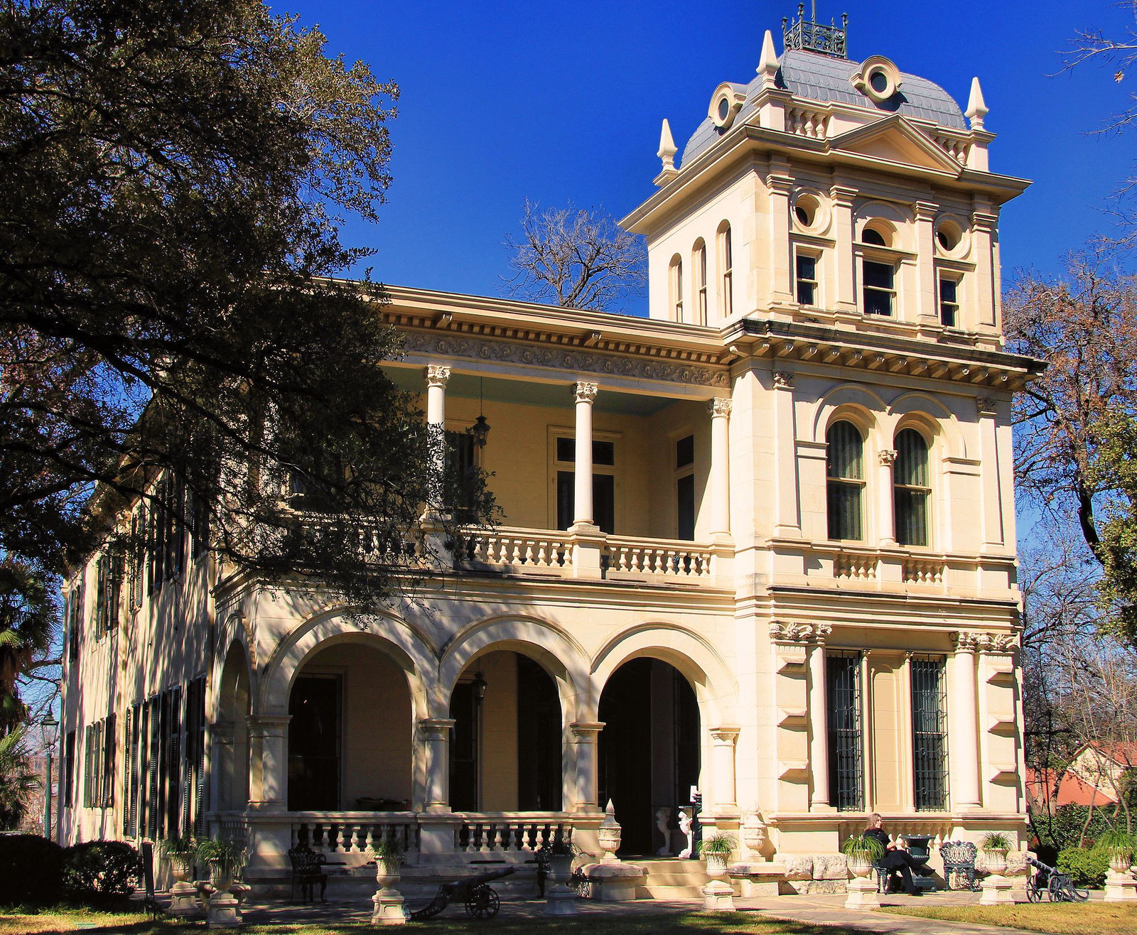 10 historic victorian homes from the great state of texas for San francisco victorian houses history