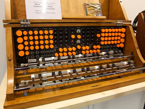 A Pre-Synthesizer-Era Synthesizer by jochenWolters