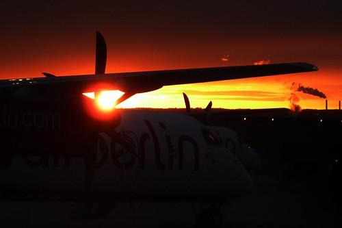 sunrise apron dash8 airberlin lgw str edds q400 dh8d