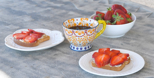 Toast with Strawberries-Mascarpone and Honey