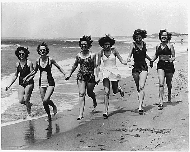vintage beach babes running
