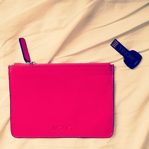 #monki #leatherpurse #keyshapedusbstick #usbstickscanbecool #key #gifts  @zoorro tämä on omistettu sinulle :::: se monkin muistitikku ;--))