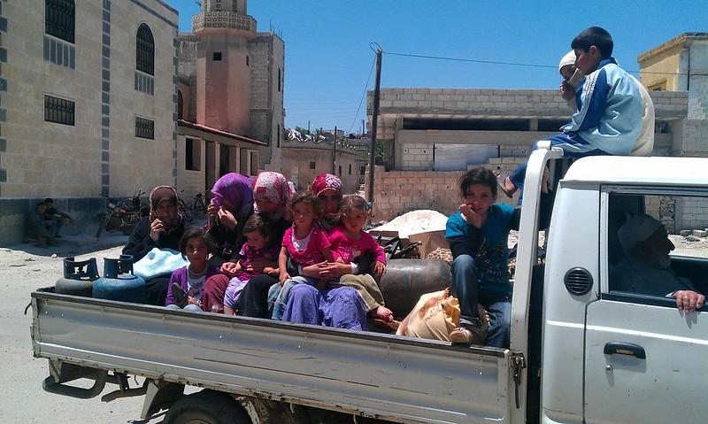 حمص صور من معاناة النازحين من مجازر الاسد في الحولة5_6_2012 (1)
