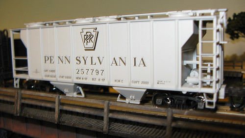 Atlas H.O Pennsylvania Railroad / Pulman Standard PS 2 covered hopper car. by Eddie from Chicago