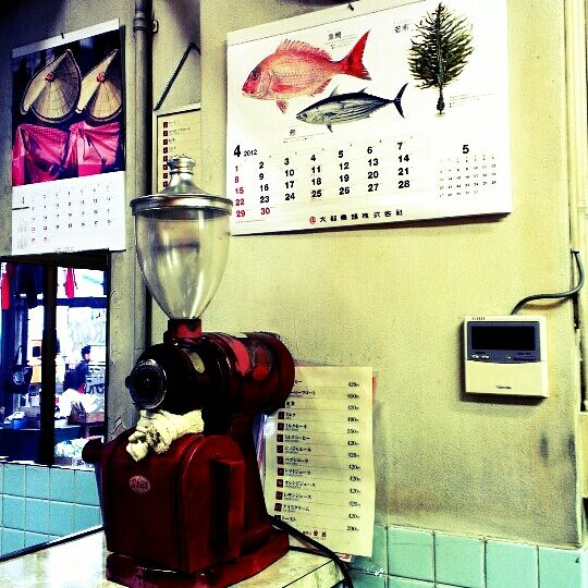 魚市場裡的嘎逼店。