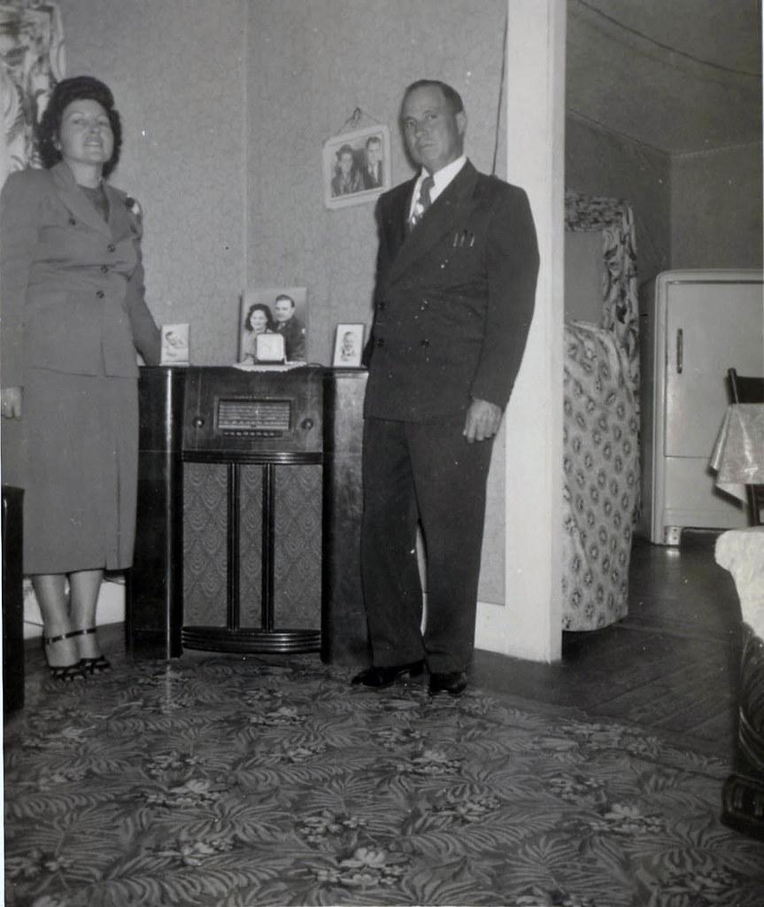 Grandma, Grandpa, Radio, Linoleum Rug