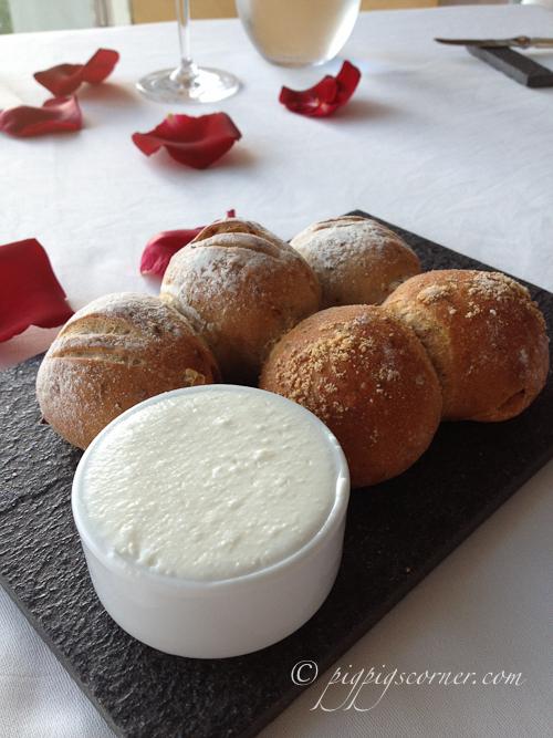 Blu, Shangri-La Hotel Singapore bread