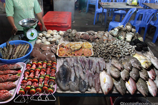 A seafood table at the Phú Quốc night market