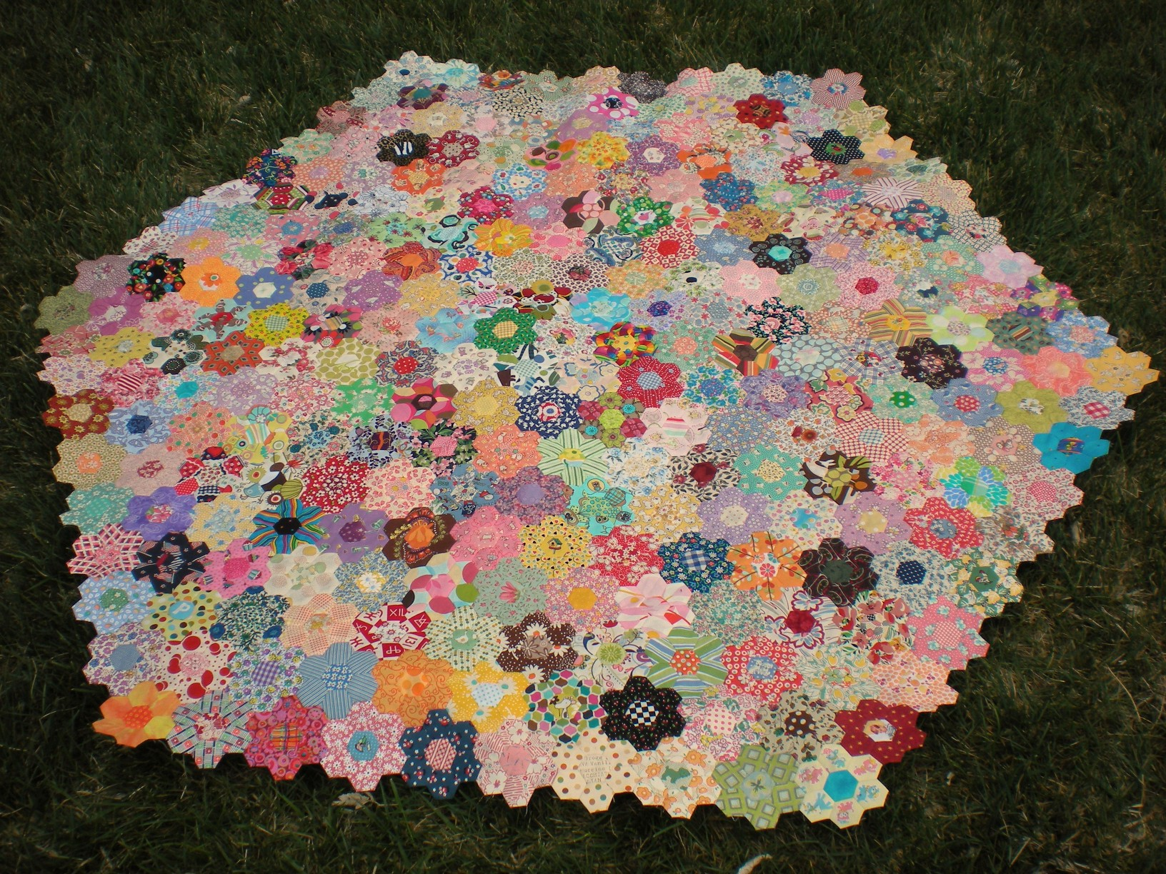 The Completed Hexie Hexagon!