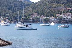 Velero fondeado en el puerto de Andratx