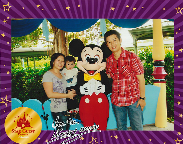 HKDisneylandMickey-Family