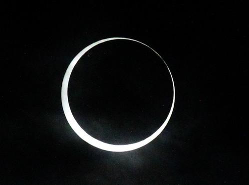 金環日食入り直後。このあとドバッと雲に覆われて、大慌てした