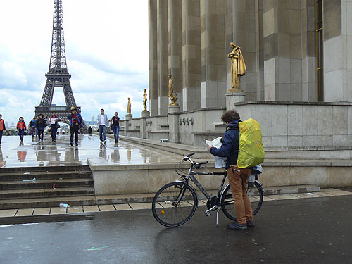 vélo sous la pluie.jpg